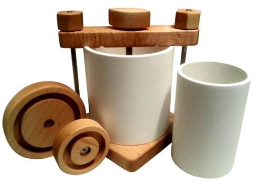 Cheese press for cheesemaking